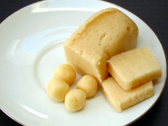 Mini Simnel Cakes step 4